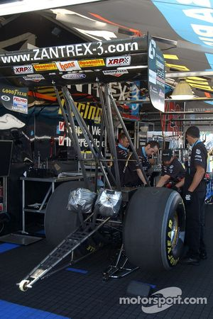 David Grubnic's crew works on the car between qualifying rounds
