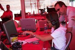 Freddie Spenser looks over the details in the Honda tent