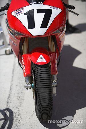 Miguel Duhamel's Honda with test tires