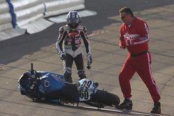 Michael Beck après avoir perdu le contrôle pendant Pro Honda Oils Supersport Race dimanche au California Speedway
