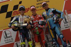 Подиум: победитель гонки - Кейси Стоунер с Валентино Росси и Джон Хопкинс