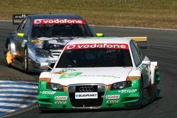 Адам Кэррол, TME, Audi A4 DTM, едет впереди Бернда Шнайдера, Team HWA AMG Mercedes, AMG Mercedes C-K