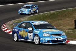 Alain Menu, Team Chevrolet, Chevrolet Lacetti; Nicola Larini, Team Chevrolet, Chevrolet Lacetti