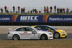 Andy Priaulx, BMW Team UK, BMW 320si WTCC; Gabriele Tarquini, SEAT Sport, SEAT Leon