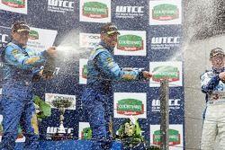 Podium: Nicola Larini, Chevrolet; Alain Menu, Chevrolet; Luca Rangoni, Proteam Motorsport