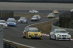 Gabriele Tarquini, SEAT Sport, SEAT Leon; Augusto Farfus, BMW Team Germany, BMW 320si WTCC