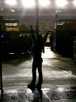 Un fan sous la pluie