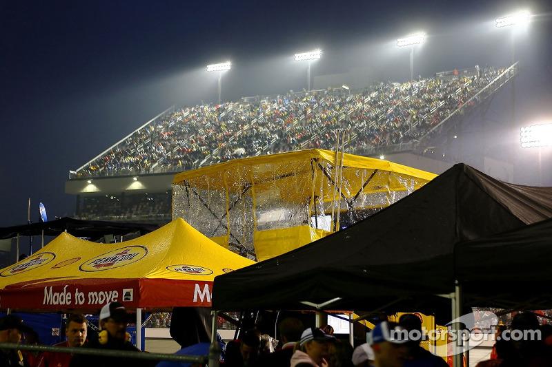 La pluie tombe sur le Richmond International Raceway