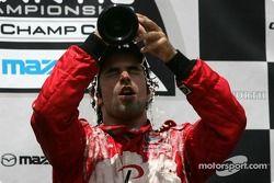 Podium: champagne pour Raphael Matos