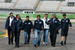 Tour de circuit à pied pour l'équipe Peugeot