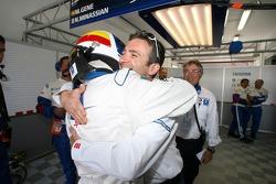 Marc Gene fête sa pole position avec Nicolas Minassian