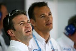 Nicolas Minassian et Stéphane Sarrazin regardent les qualifications