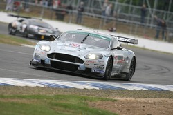 #17 Barwell Motorsport Aston Martin DBR9: Piers Johnson, Jonathan Cocker