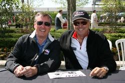 Séance d'autographe: Johnny Rutherford et Rick Mears