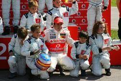 Vodafone Spain Go-Karting Challenge: Fernando Alonso, McLaren Mercedes ve young Go-karters