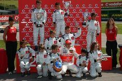 Vodafone Spain Go-Karting Challenge: Fernando Alonso, McLaren Mercedes, ve young Go-Karters