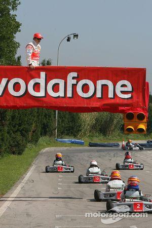 Vodafone Spain Go-Karting Challenge: Fernando Alonso, McLaren Mercedes, watches track action