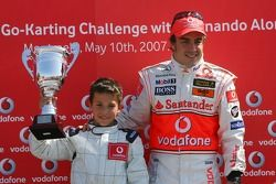 Vodafone Spain Go-Karting Challenge: Fernando Alonso, McLaren Mercedes, ve young Go-Karter