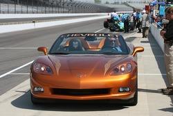 Johnny Rutherford dans une voiture de rythme Corvette