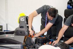 Ron White assiste au réglage du moteur