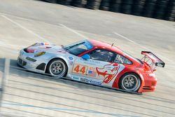 #44 Flying Lizard Motorsports Porsche 911 GT3 RSR: Patrick Long, Darren Law