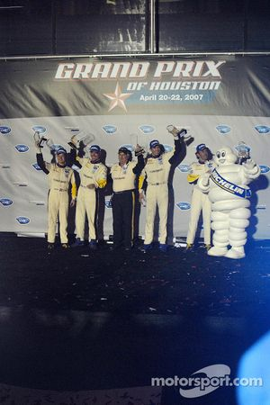 GT1 podium: class winners Johnny O'Connell and Jan Magnussen, second place Oliver Gavin and Olivier