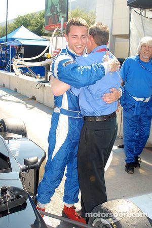 Le vainqueur Dane Cameron accueilli par son père Rick