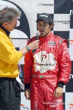 Podium: Bruce Flanders interviewe le vainqueur Raphael Matos