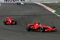 Kimi Raikkonen, Scuderia Ferrari, F2007 y Felipe Massa, Scuderia Ferrari, F2007
