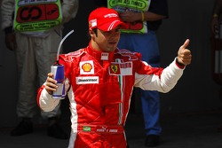 Ganador de la pole Felipe Massa, Scuderia Ferrari, celebra