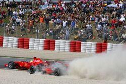 Start: Fernando Alonso, McLaren Mercedes, MP4-22 and Felipe Massa, Scuderia Ferrari, F2007, come together at Turn 1