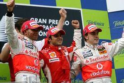 Podium: winnaar Felipe Massa met Lewis Hamilton en Fernando Alonso