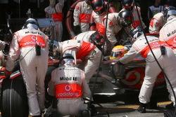 Пит-стоп Льюиса Хэмилтона, McLaren Mercedes, MP4-22