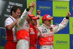 Podio: ganador de la carrera Felipe Massa, segundo lugar Lewis Hamilton y tercer lugar Fernando Alon