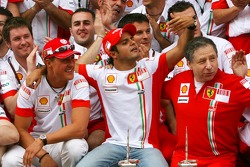 Célèbration de la victoire à Ferrari: Michael Schumacher, conseiller Scuderia Ferrari, Felipe Massa, Scuderia Ferrari, Jean Todt, Scuderia Ferrari,