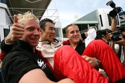 Takuma Sato, Super Aguri F1 Team fête son point obtenu