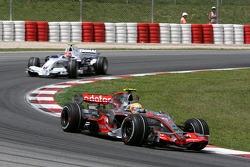 Lewis Hamilton, McLaren Mercedes, MP4-22 et Robert Kubica, BMW Sauber F1 Team, F1.07