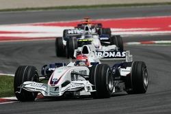 Robert Kubica, BMW Sauber F1 Team, F1.07 devant Nick Heidfeld, BMW Sauber F1 Team, F1.07
