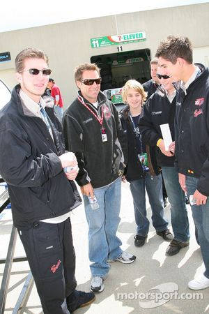 Phil Giebler et les stars de Karting visitent le garage