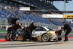 La voiture d'Alexandre Prémat, Audi Sport Team Phoenix, Audi A4 DTM est rentré dans son garage