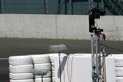 Caméra de contrôle à la fin de la zone des stands pour filmer les voitures qui passent à proximité