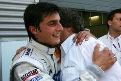 Norbert Haug, directeur sportif Mercedes-Benz, félicite Bruno Spengler, Team HWA AMG Mercedes pour s