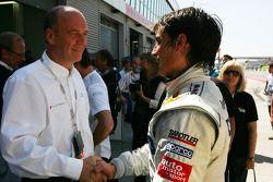 Dr Wolfgang Ullrich, directeur sportif de Audi félicite Bruno Spengler, l'équipe HWA Mercedes AMG, p