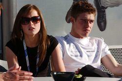 Paul di Resta, Persson Motorsport AMG Mercedes, AMG Mercedes C-Klasse et sa petite amie se détendent et profitent du soleil sur la terrasse du motorhome Mercedes Benz