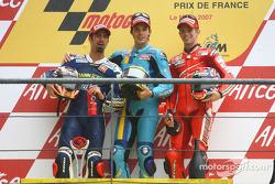 Podio: ganador de la carrera Chris Vermeulen; Marco Melandri el segundo lugar y tercer lugar Casey S