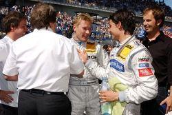 Bruno Spengler, Team HWA AMG Mercedes, AMG Mercedes C-Klasse félicite Mika Häkkinen, Team HWA AMG Me