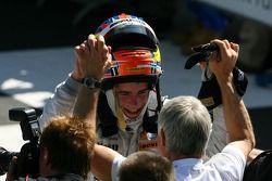 Paul di Resta, Persson Motorsport AMG Mercedes, félicité par son équipe