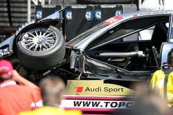 la voiture endommagée d'Alexandre Premat, Audi Sport Team Phoenix, Audi A4 DTM