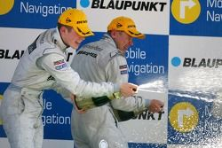 Podium: Paul di Resta, Persson Motorsport AMG Mercedes et Mika Hakkinen, équipe HWA Mercedes AMG, ar