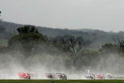 V8 Supercars thunder dans la ligne droite